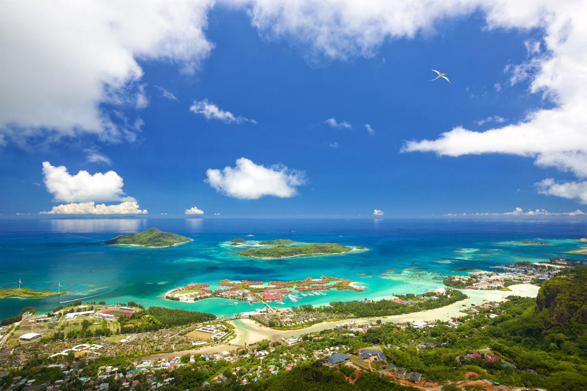 Scénické panorama pobřeží Mahe
