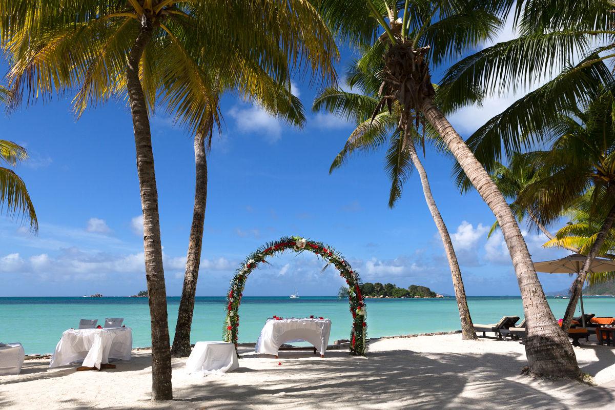 Svatební dekorace v létě na ostrově Praslin, Seychely