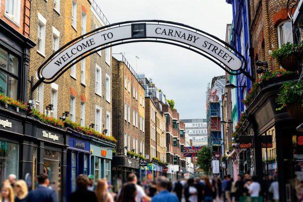 Pohled do londýnské ulice Carnaby
